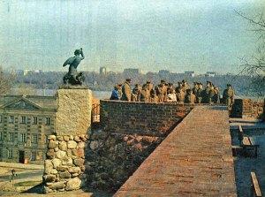 Syrenka na murach Starego Miasta.