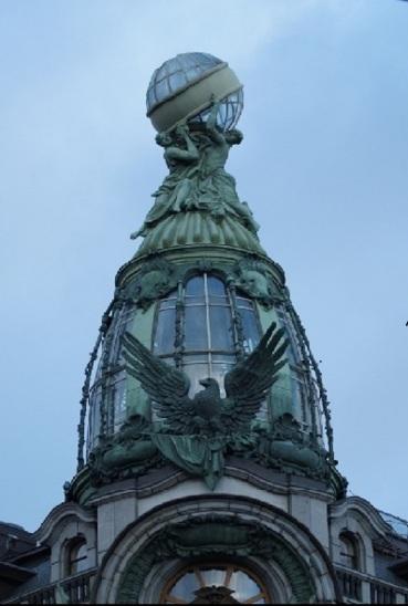 Do dzisiaj giganci podtrzymuję Ziemię w Sankt Petersburgu.