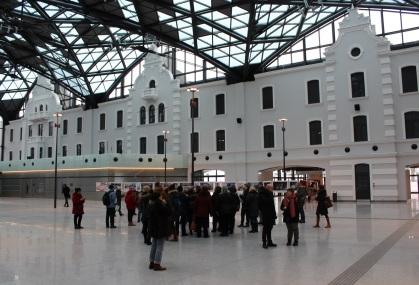 Podziwiamy nowootwart dworzec w Łodzi.