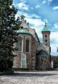 Architektura romańska w Czerwińsku.