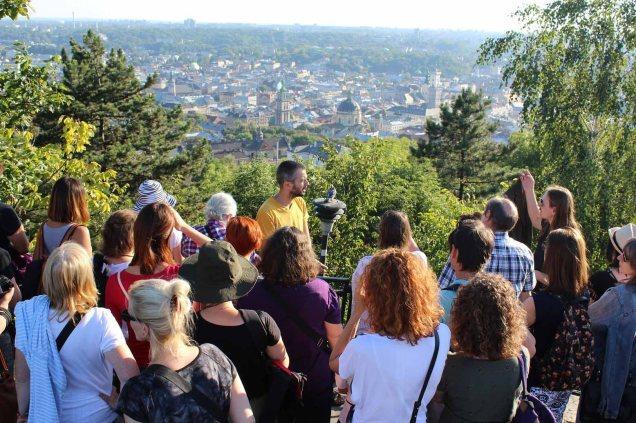 Podziwiamy panorame Lwowa.