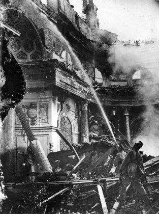 17 września 1939. Gaszenie pożaru Sali Balowej w Zamku Królewskim.