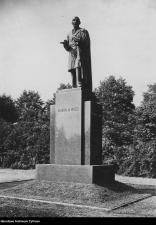 Pomnik Edwarda M. House'a przed wojną. Zdjęcie w zbiorach Narodowego Archiwum Państwowego.